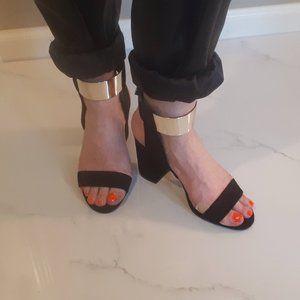 Zara Basic black suede block heel sandal ❗
